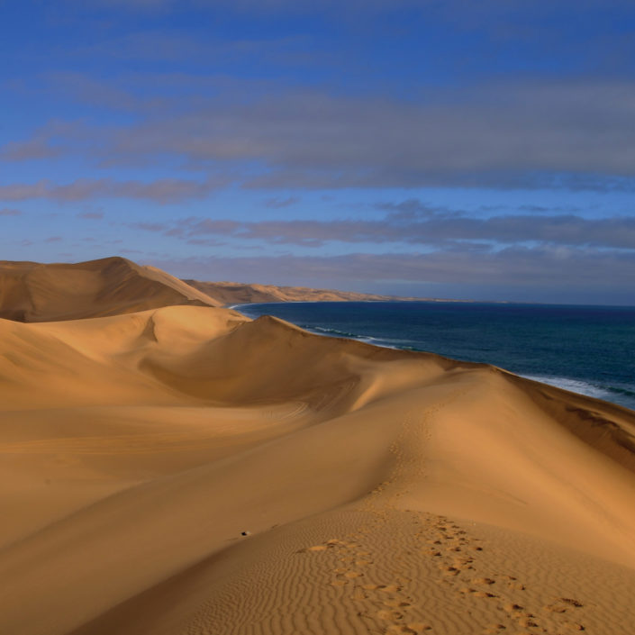 Namibia in moto: un viaggio surreale nei deserti Kalahari e Namib